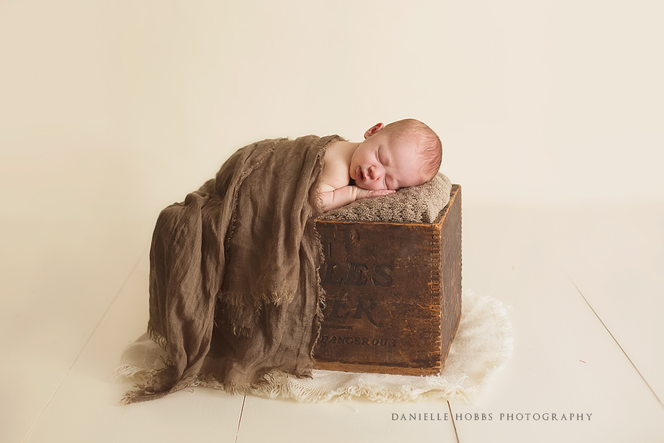 Danielle Hobbs Photography - Simple Newborn wooden crate